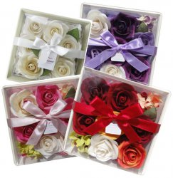 Giftpack of Roses - Wooden Dish